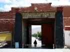 Tibet, Gyantse, Baiju Monastery (Pelkor Chöde): The entrance to the monastery compound