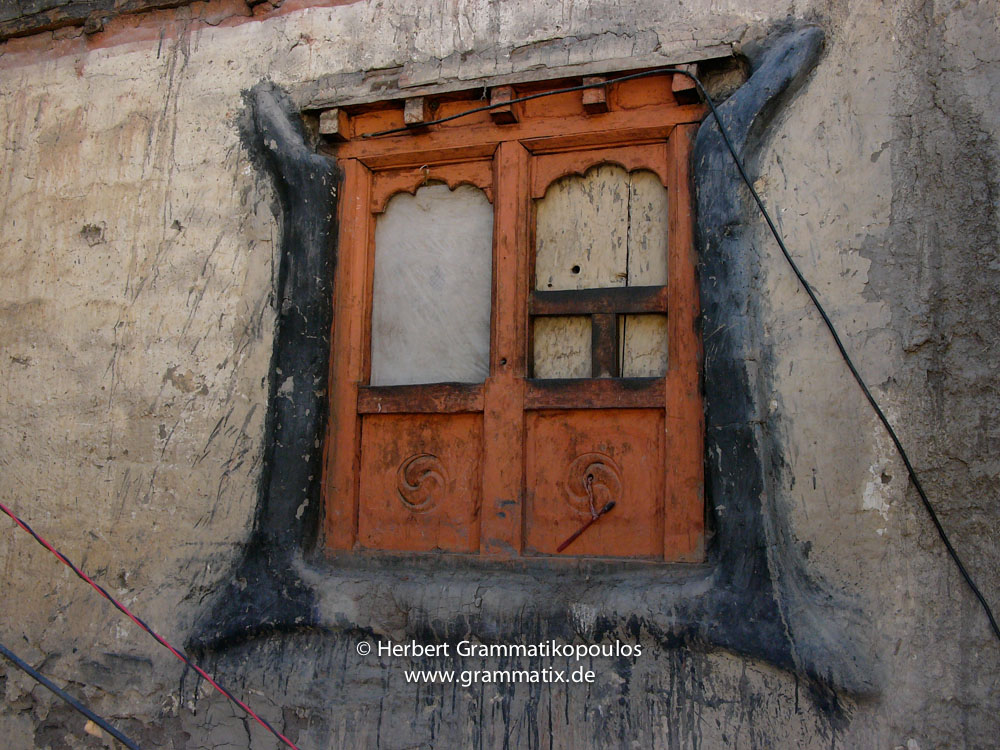 Nepal, Western Region, Dhaulagiri Zone, Lower Mustang, Kagbeni: Window with toothbrush at the castle