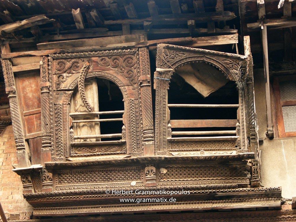 Nepal, Central Region, Bagmati Zone, Kathmandu, Naradevi, Yatkha Tole: Beautiful but neglected more than hundred years old woodcarved windows