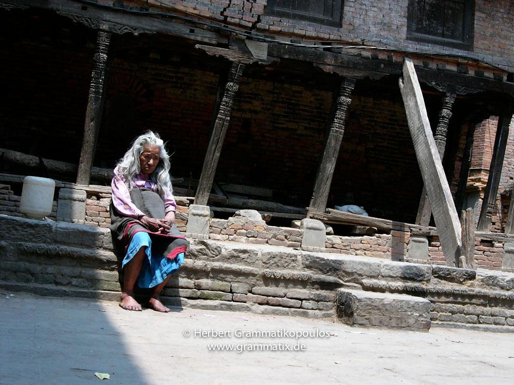Nepal, Central Region, Bagmati Zone, Bhaktapur District, Bhaktapur, Lakulache Tole: Old women remembering better times?