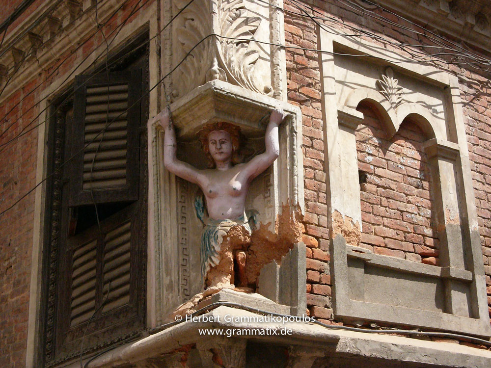 Nepal, Central Region, Bagmati Zone, Lalitpur, Patan, Ga Bahal: Loosing an other heritage; an angel going to ruin on a house of a rich Newar merchant from the 1930's
