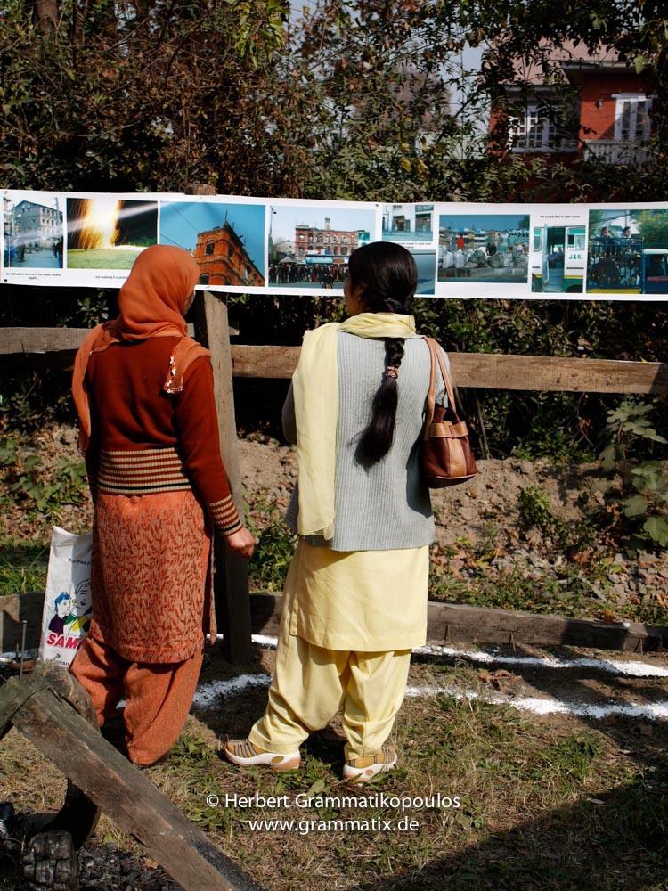 "India, Kashmir, Srinagar, Khoj International Artists Workshop 2007: Visitors in the installation ""Fragile Hope"" of H.Grammatikopoulos (Greece)"