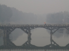 India, Kashmir, Srinagar: View on old wooden Zero Bridge as seen from the new Abdullah bridge