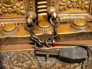 Nepal,Changu Narayan: A Talsa, the traditional lock mainly used at temples. This one at der Westside of the main temple (2/2); see also photos L1060184 and L1060191)