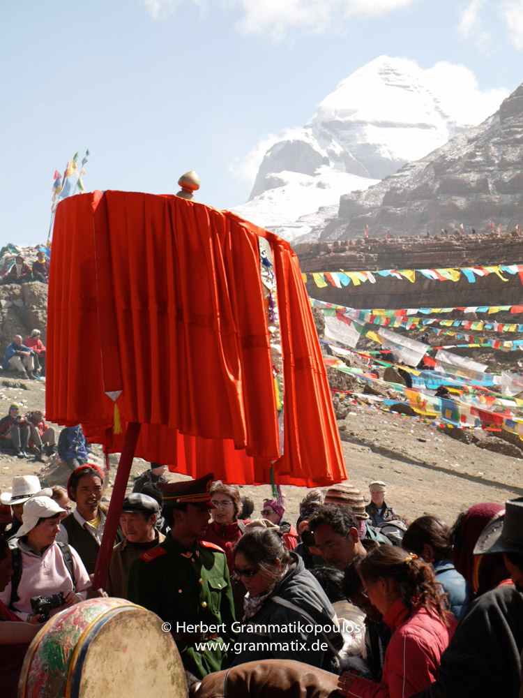 """Tibet, Purang, Tarboche (ca. 4670m), Kailash Kora: The """"Saga Dawa""""-festival (enlightment of Buddha; 3rd fullmoon after the Tibetan new year) in the south of valley Lha Chu river (River of Gods), the Kailash in the back"""