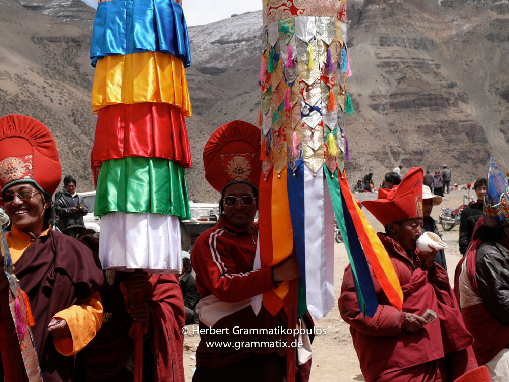 """Tibet, Purang, Tarboche (ca. 4670m), Kailash Kora: The """"Saga Dawa""""-festival (enlightment of Buddha; 3rd fullmoon after the Tibetan new year) in the south of valley Lha Chu river (River of Gods); monks of Gyangdrak monastery (north of Darchen)"""
