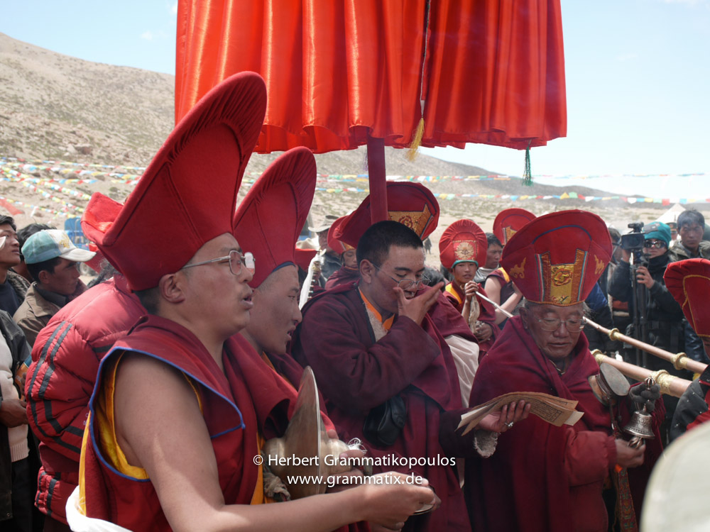 """Tibet, Purang, Tarboche (ca. 4670m), Kailash Kora: The """"Saga Dawa""""-festival (enlightment of Buddha; 3rd fullmoon after the Tibetan new year) in the south of valley Lha Chu river (River of Gods); the Rinpoche of Gyangdrak monastery (north of Darchen) and some of his monks"""