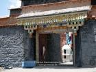 Tibet, Xizang/Drongpa, Drongpa Tradung (?, 200km west of Saga): gate of the Jadun Gompa on the hill above the village