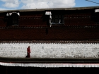 Tibet, Shigatse, Tashilhunpo monastery: Monk in the upper gallery of the courtyard (Sermon Square)