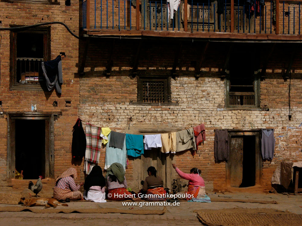 Nepal, Central Region, Bagmati Zone, Kirtipur: Chating in the wintersun on the streets between the two hills of the town