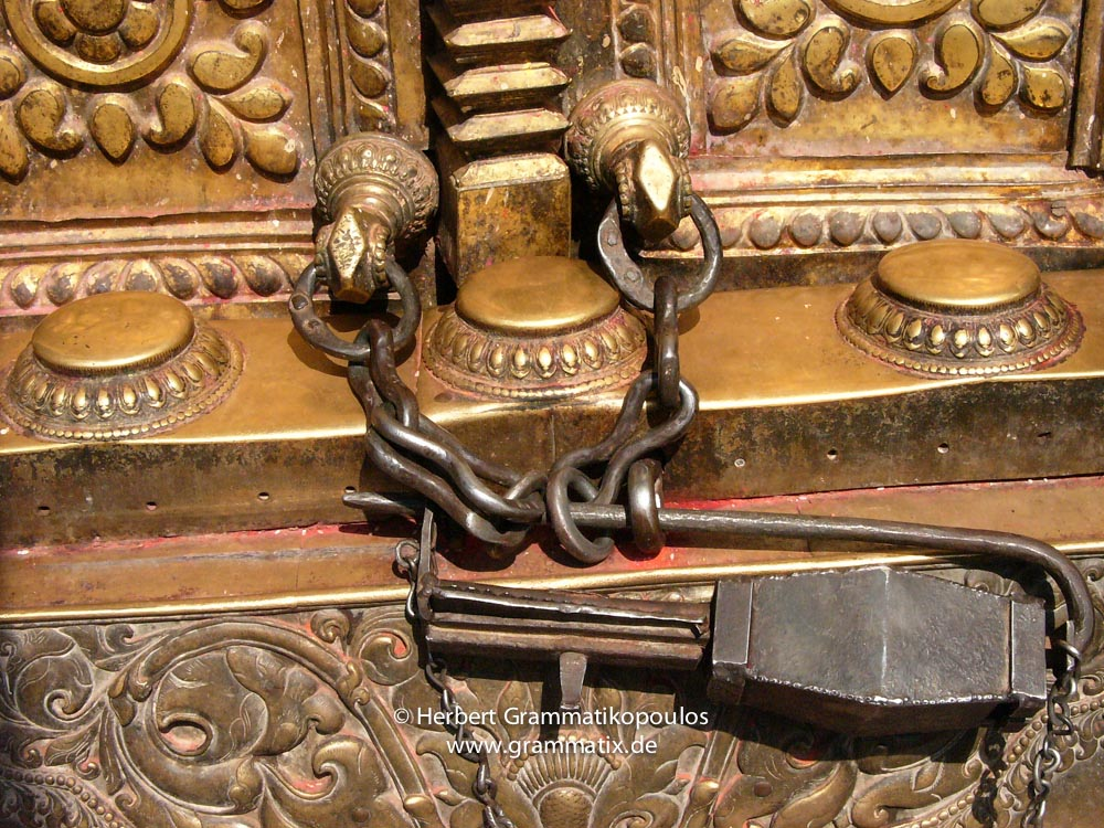 Nepal, Central Region, Bagmati Zone, Changu Narayan: A Talsa, the traditional lock mainly used at temples. This one at der Westside of the main temple (2/2); see also photos L1060184 and L1060191)