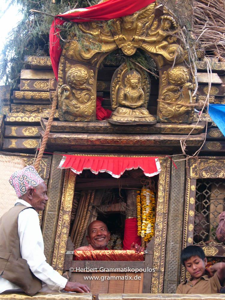 Nepal, Central Region, Bagmati Zone, Lalitpur, Patan, Lagankhel: Priests in the Rato Machhindranath chariot, thr God of rain