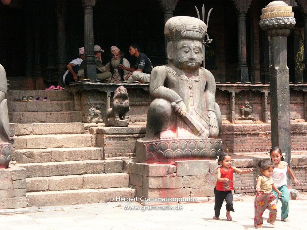 Nepal, Central Region, Bagmati Zone, Bhaktapur, Dattatraya Square: Children playing in front of the  Bhimsen Temple