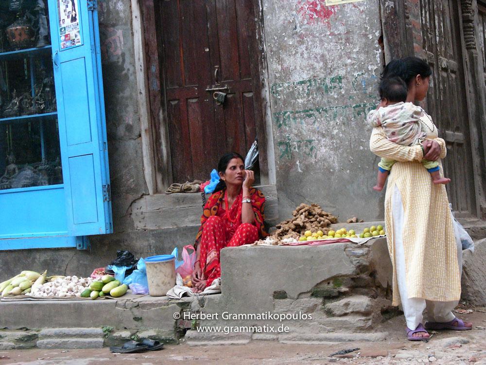 Nepal, Central Region, Bagmati Zone, Lalitpur, Patan, Dhaugal: Streetvendor waiting for customers