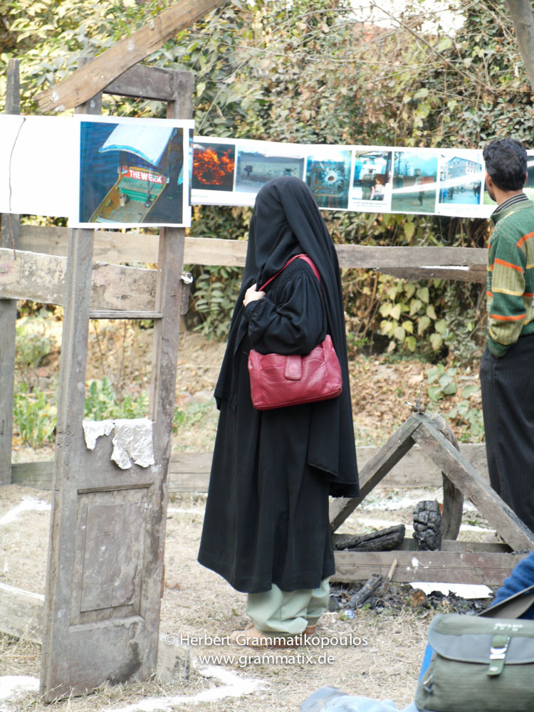 "India, Kashmir, Srinagar, Khoj International Artists Workshop 2007: Visitors in the installation ""Fragile Hope"" of H.Grammatikopoulos (Greece)"