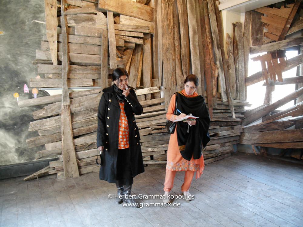 India, Kashmir, Srinagar, Khoj International Artists Workshop 2007: Shambhavi Singh (New Delhi), in her Installation with a local journalist