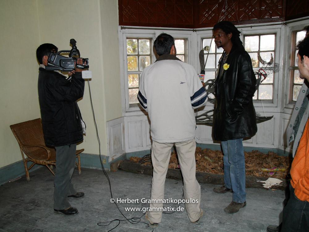 India, Kashmir, Srinagar, Khoj International Artists Workshop 2007: Fiel dos Santos Rafael from Mozambique with a local telvision team