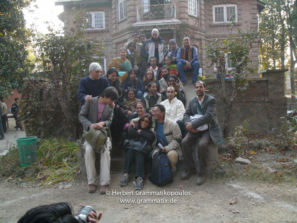 India, Kashmir, Srinagar, Khoj International Artists Workshop 2007: (from top rigth to left:) Fahana, Ram Bali Chahan, Arjender, Rakesh (teacher at Arts College), Situ (teacher at Arts College), Mehbuba (student), Shafi Chaman, Herbert, Nusrat (student), Masood Hussain, Gagri Raina, Wasim Wani, Hannah Matthews, Nikil Chopra, Malik Sajad, Sonal Jain, Showkat Karthjoo, Fiel dos Santos Rafael, Shaika Mohi (Principal of Arts College), Sujan Chitrakar, Tooraj Khamenehzadeh, Aftab Ahmad Wani and Pooja Sood (Khoj India)