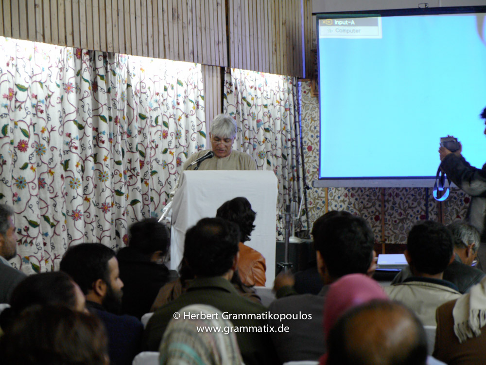 India, Kashmir, Srinagar, Khoj International Artists Workshop 2007: Masood Hussain at the final conclusion at Broadway Hotel
