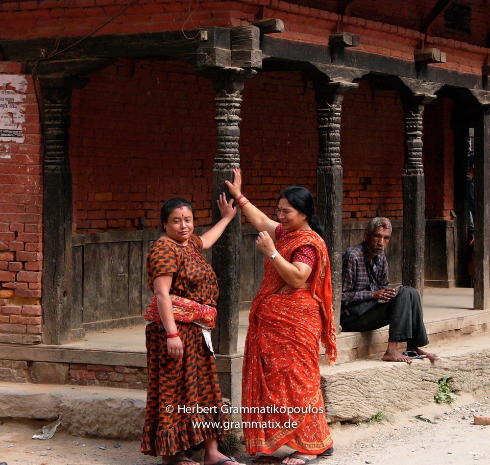Nepal, Central Region, Bagmati Zone, Lalitpur District, Patan, Hakha: Newari-women having a chat near the Durbar Square
