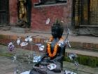 """Nepal, Central Region, Bagmati Zone, Lalitpur, Patan, Durbar Square, Mul Chowk: Mein Objekt """"Prisoned Peace"""" nach öffentlichen Ausstellung auf dem Durbar Square beim Sutra International Workshop"""