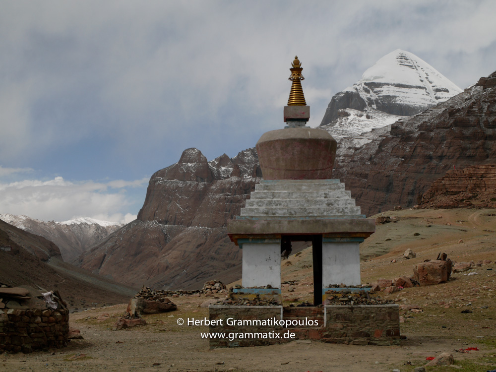 "Tibet, Purang, Tarboche (ca. 4670m), Kailash Kora: A view of the Kailash (6714m) from the ""Saga Dawa""-festival ground in the south of Lha Chu river valley (River of Gods), with the Gang Nyi Chorten"