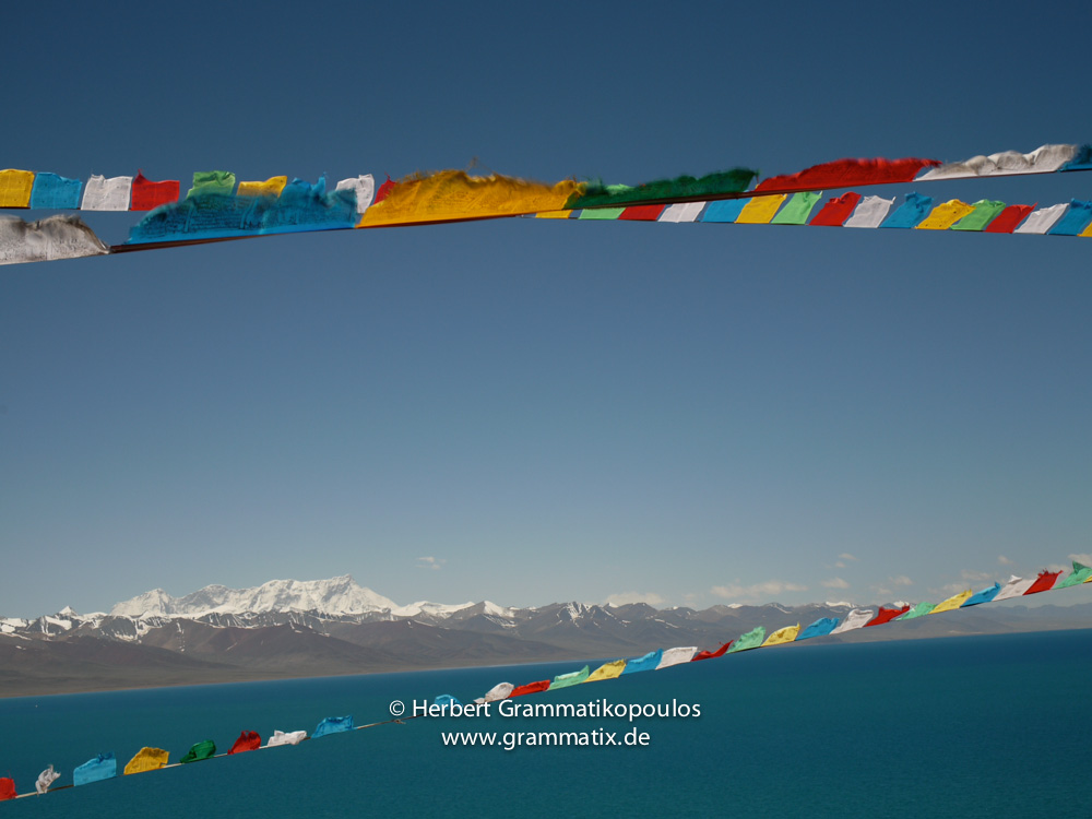 "Tibet, Damzhung, Nam Tso: View towards south with the Nyenchen Tanglha (7111m) from the top of the smaller of the two ""kora""-hills near the Tashi Dor-monastery"