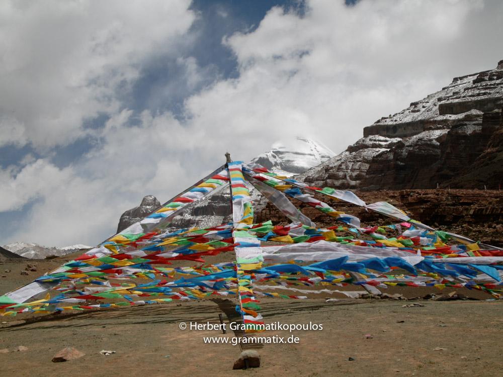 "Tibet, Purang, Tarboche (ca. 4670m), Kailash Kora: The ""Saga Dawa""-festival (enlightment of Buddha; 3rd fullmoon after the Tibetan new year) in the south of valley Lha Chu river (River of Gods)"