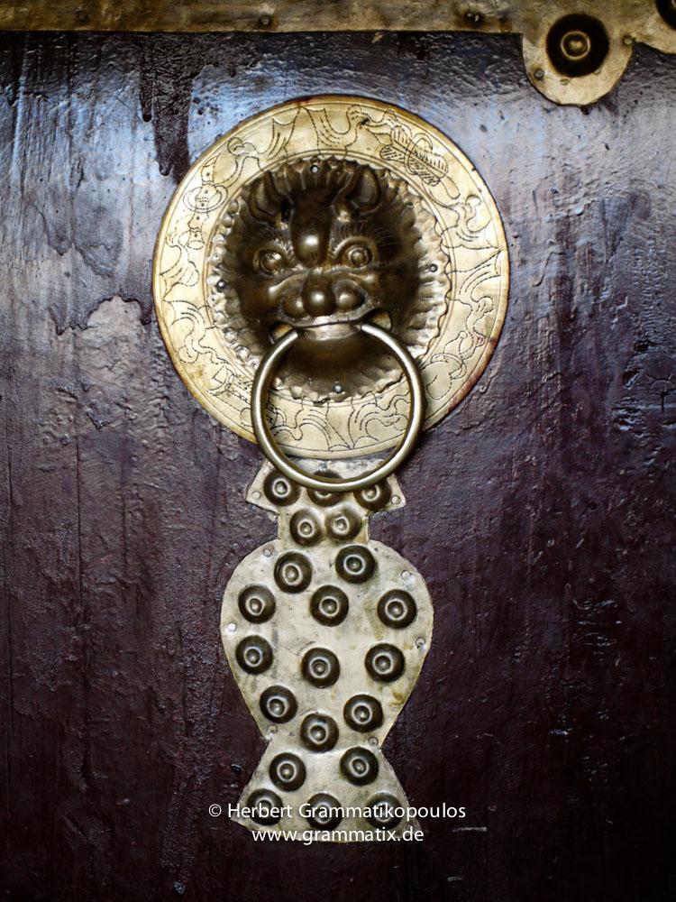 Tibet, Kailash-Kora, eastern side: The door-knocker to the assembly hall of  Zutrul Phug monastery (4790m)