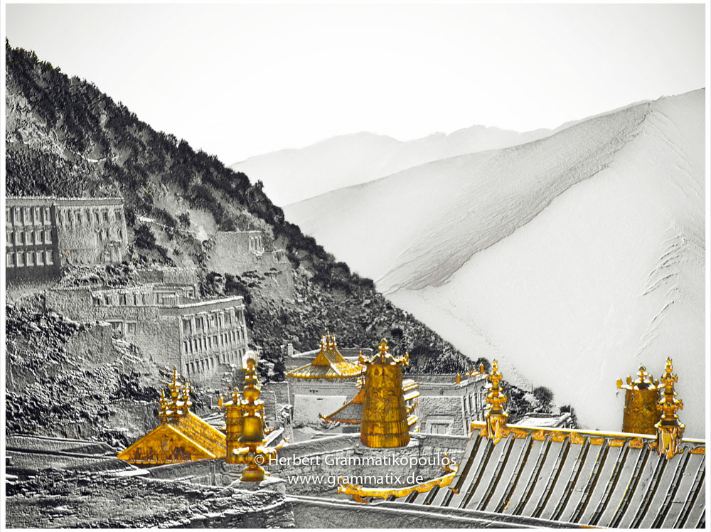 Tibet, Ganden Monastery: View to the east from the north-western entry from the Kora to the compound;  probably from left to right: in front Jangtse Tratsang (LP25), the golden roof in the center is the residence of the Ganden Tripa (LP14) and left behind of this the Shartse Kangtsang (LP15); the yellow building is probably college or house where the monks live
